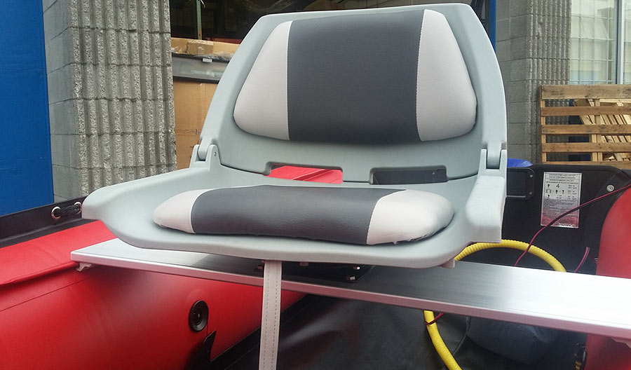 Boat swivel seat attached to inflatable boat bench seat